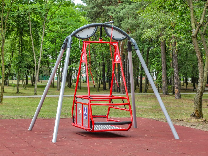 Playground Saturn swing